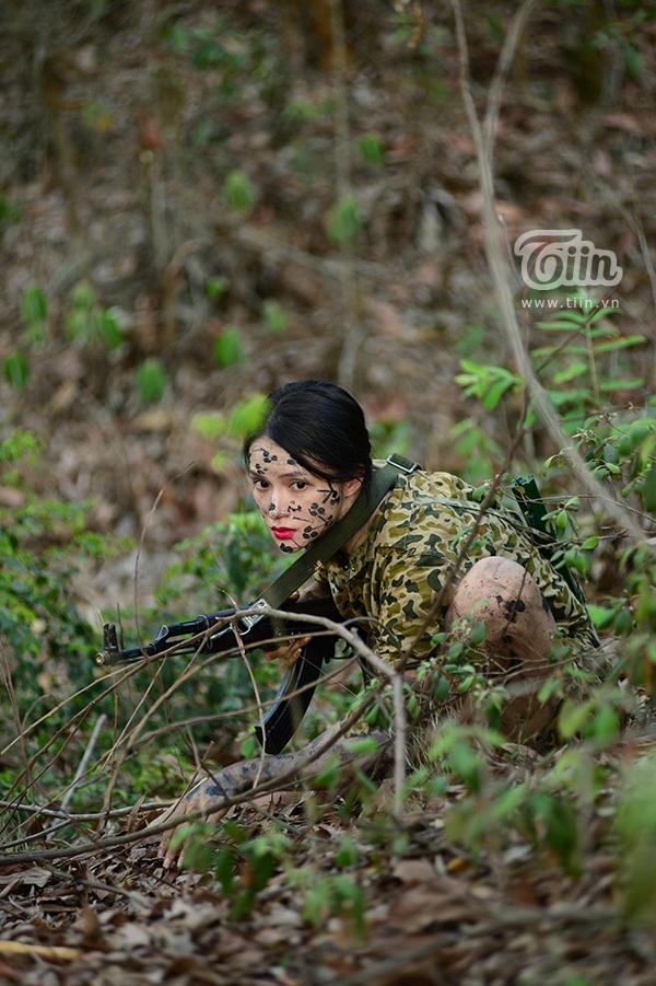Hot-trend nhập ngũ: Cùng chiêm ngưỡng Hương Giang khoẻ khoắn trong bộ quân phục 11