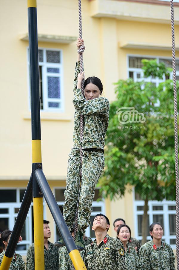 Ở nhiều nội dung trải nghiệm, Hương Giangchẳng kém cạnh các đồng đội được đào tạo chuyên nghiệp, bài bản trước đó.