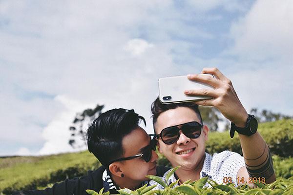 Cặp đồng tính nam yêu xa qua mạng, 3 tuần gặp chụp 4 ngàn tấm ảnh 2