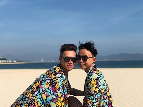 Cặp đồng tính nam yêu xa qua mạng, 3 tuần gặp chụp 4 ngàn tấm ảnh 8
