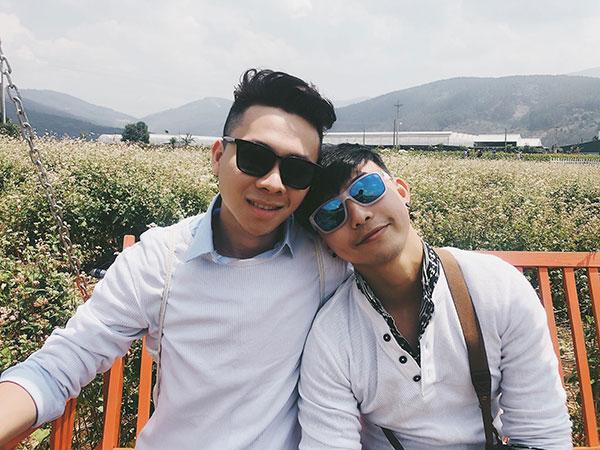 Cặp đồng tính nam yêu xa qua mạng, 3 tuần gặp chụp 4 ngàn tấm ảnh 6