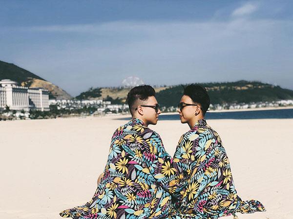 Cặp đồng tính nam yêu xa qua mạng, 3 tuần gặp chụp 4 ngàn tấm ảnh 7