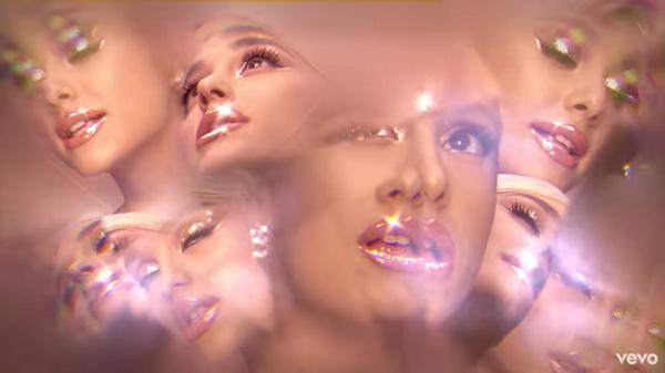 Chóng mặt với MV đọc rap mới trình làng của Ariana Grande 4
