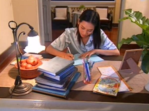 Ngoài vai Nguyệt đáo để, Hà Hương còn có vai diễn hiền lành, thường xuyên bị bắt nạt trong 'Tình xa' 5