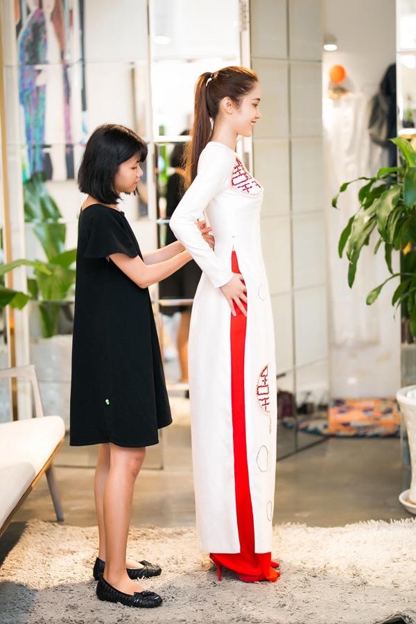 Quỳnh Hương tất bật chọn đồ để tỏa sáng tại thảm đỏ của Cannes 2