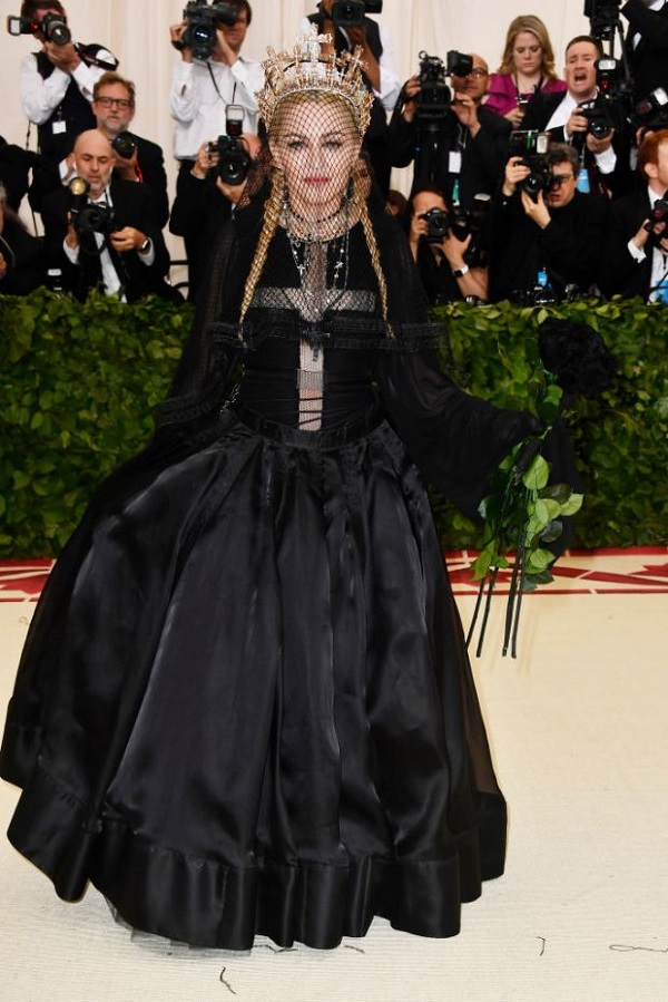 Trang phục Met Gala năm nay của Madonna.
