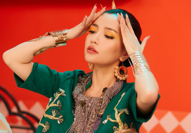 Phong cách trang điểm màu sắc của Bích Phương.