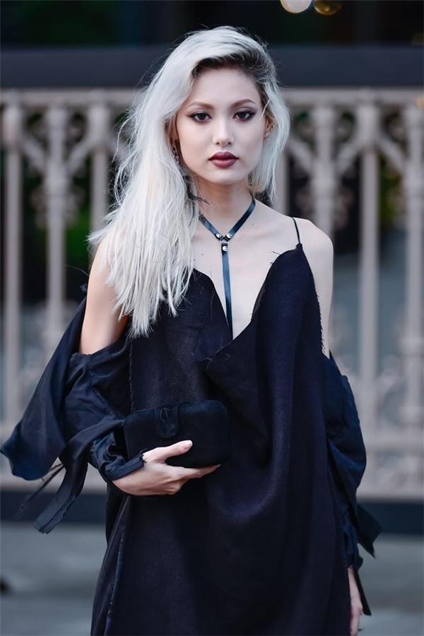 Fung La là con laimang 3 dòng máuHoa - Pháp - Việtnên sở hữu gương mặt khá 'tây'.