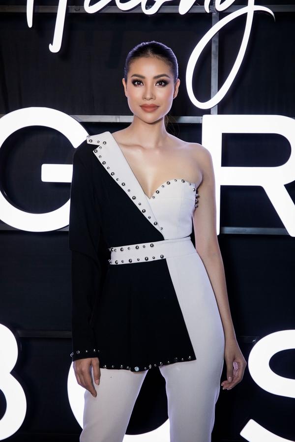 Dàn mỹ nhân gợi cảm 'đốt cháy' thảm đỏ show thời trang của Phạm Hương 7