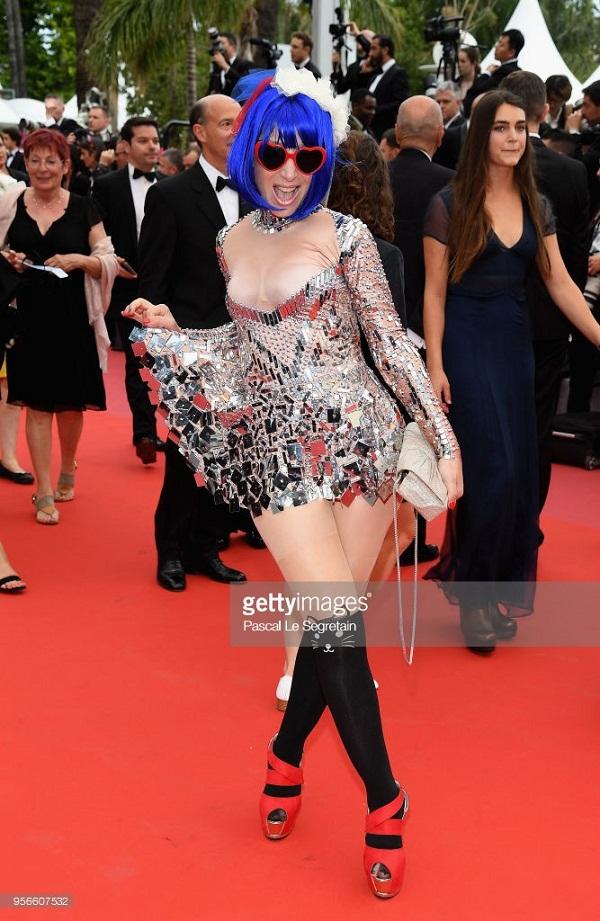 Điểm danh những bộ cánh phản cảm nhất tại LHP Cannes 2018 3