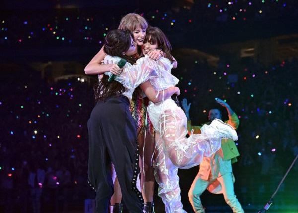 Camila Cabello biểu diễn cùng Taylor Swift trong tour Reputation.