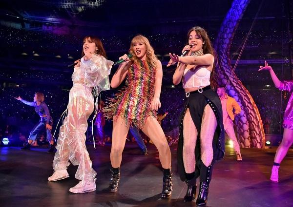 Taylor Swfit, Charli XCX và Camila Cabello 'đại náo' sân khấu.