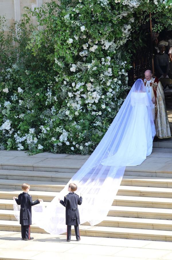 Lấy Hoàng tử Anh có khác, Công nương Meghan Markle nâng cấpváy cưới từ bình dân lênhàng hiệu 6 tỷ đồng 1