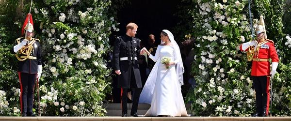 Lấy Hoàng tử Anh có khác, Công nương Meghan Markle nâng cấpváy cưới từ bình dân lênhàng hiệu 6 tỷ đồng 2