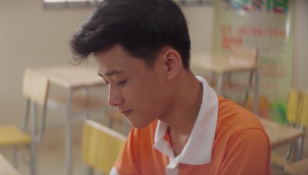 Cậu bạn gây chú ý khi tham gia đóng chính trong MV Mình cùng nhau đóng băng của Thuỳ Chi.