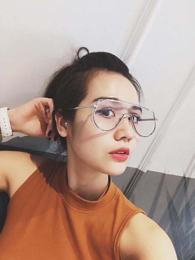 Huyền Lizzie thuộc lứa hot girl đời đầu của Hà Nội.
