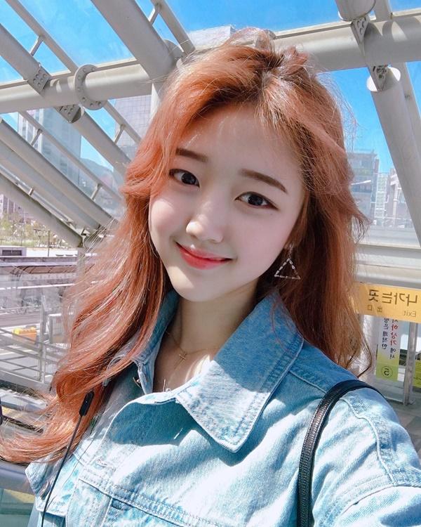 Nữ cổ động viên Hàn Quốc xinh xắn, rạng ngời trên khán đài World Cup 5