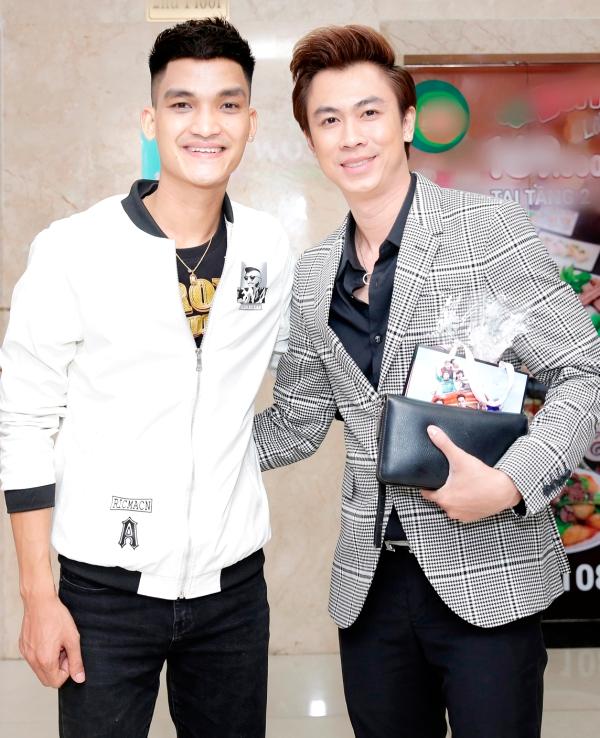 Vợ chồng Lý Hải - Minh Hà tình tứ bên nhau tại sự kiện ra mắt phim Lộ Mặt 5