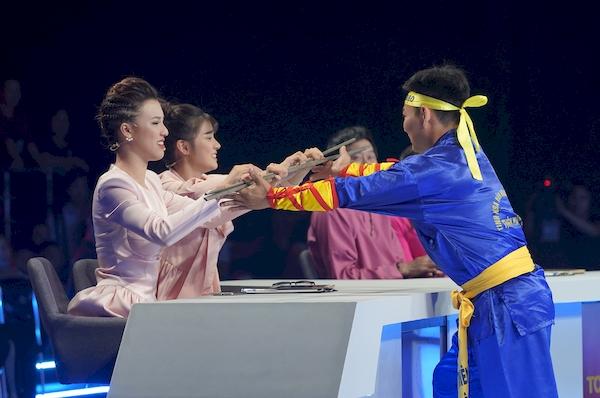 Trấn Thành 'phũ phàng' víHoàng Oanh và Hoàng Yến Chibi giống như gia cầm 3