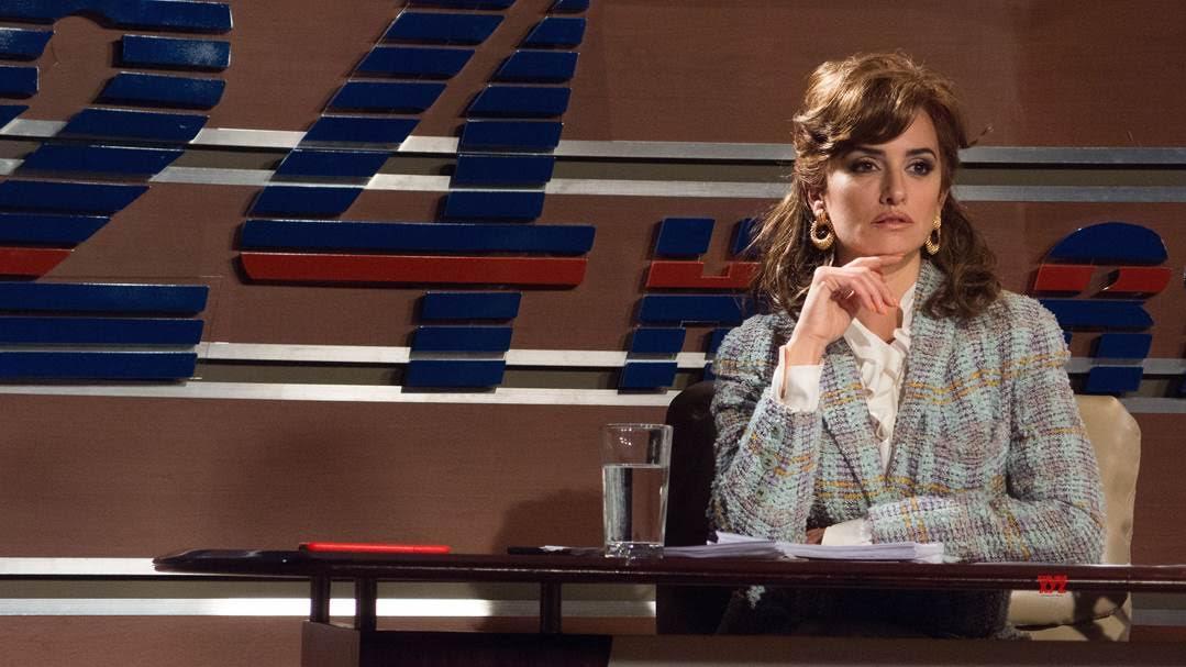Penélope Cruz cũng đã biến hoá với đầy màu sắc với vai diễn nữ phóng viên truyền hình Virginia Vallejo
