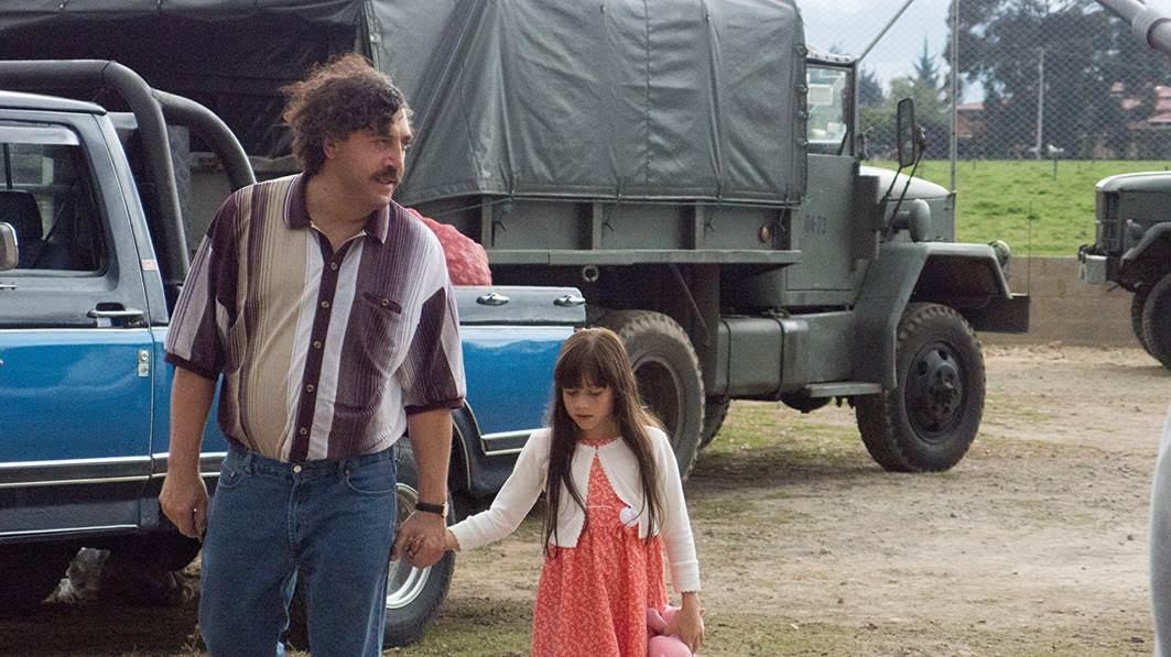 Dường như, chỉ khi ở bên cạnh mái ấm của mình, 'Escobar' mới có thể kìm hãm con thú hoang khát khao chiếm đoạt mọi thứ để trở về làm một 'Pablo' luôn muốn chở che cho những người ông yêu thương.