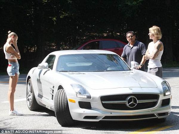 Đen như Justin Bieber và Hailey Baldwin: Đang đi chơi thì siêu xe 'lăn' ra… chết máy 0
