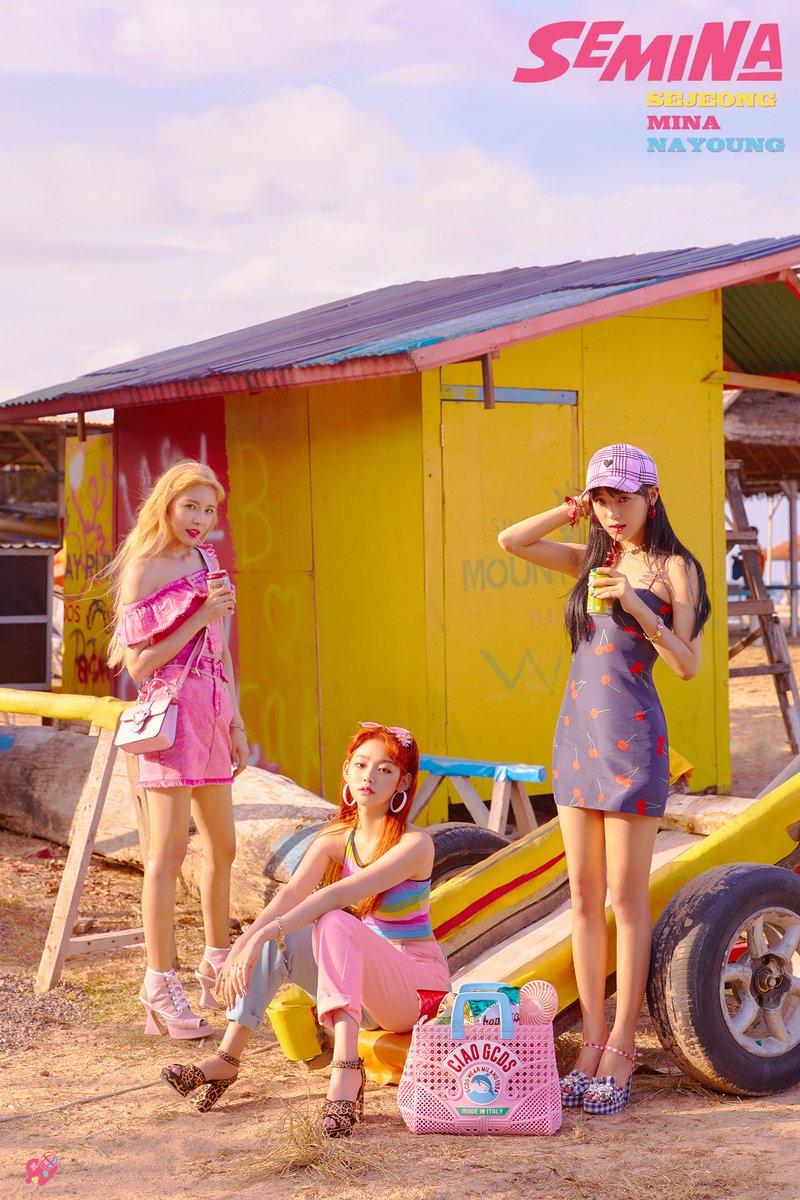 Người hâm mộ mong đợi vào sản phẩm debut của ba cô nàng Se Jeong, Mina, và Nayoung.