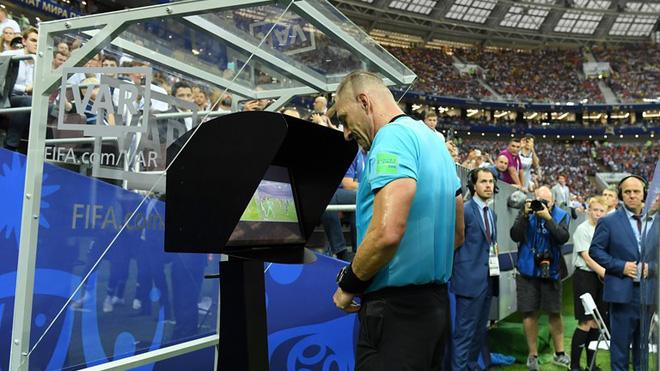 Copy mánh phạt góc 'dị' của Tam sư, Pháp có ngay bàn thắng từ chấm phạt đền 0