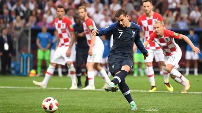 Copy mánh phạt góc 'dị' của Tam sư, Pháp có ngay bàn thắng từ chấm phạt đền 2
