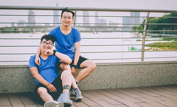 Cặp đôi đồng tính nam được nhiều người biết đến khi liên tục chia sẻ những khoảnh khắc ngọt ngào bên nhau.