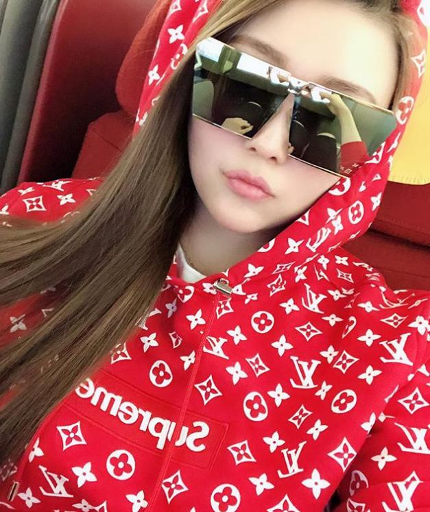 Sian_vivi_x là tài khoản instagram với 93.500 người theo dõi của một tiểu thư con nhà giàu Trung Quốc.