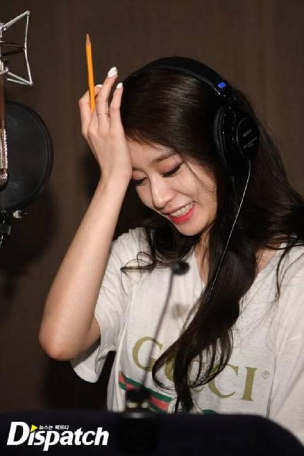 Dispatch tung loạt ảnh hậu trường thu âm vô cùng thân thiết của Soobin Hoàng Sơn và Jiyeon 6