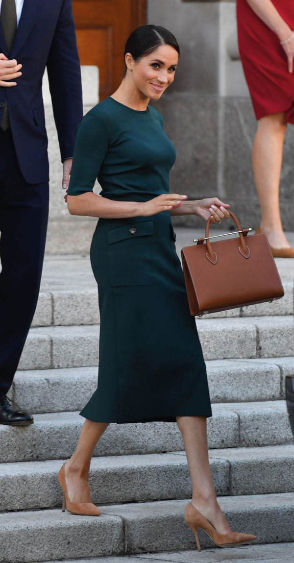 7 lầnphá vỡ quy tắc trang phục Hoàng gia Anh của Công nươngMeghan 8