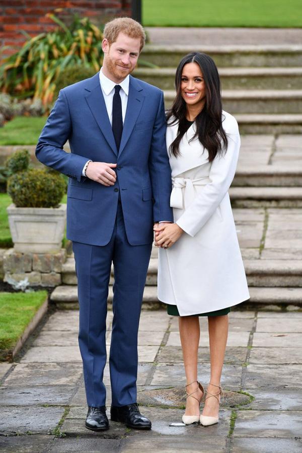 Công nương Meghan không mặc quần tất trong lễ đính hôn của mình