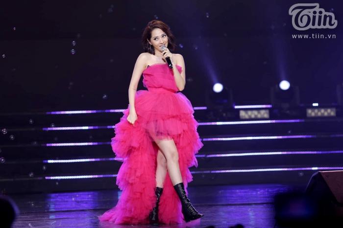 Xuất hiện trong đêm nhạc cùng EXID, Bảo Anh nhảy cực sung với phong cách cá tính, sexy 0