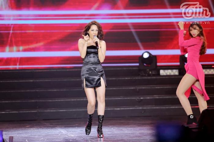 Xuất hiện trong đêm nhạc cùng EXID, Bảo Anh nhảy cực sung với phong cách cá tính, sexy 4