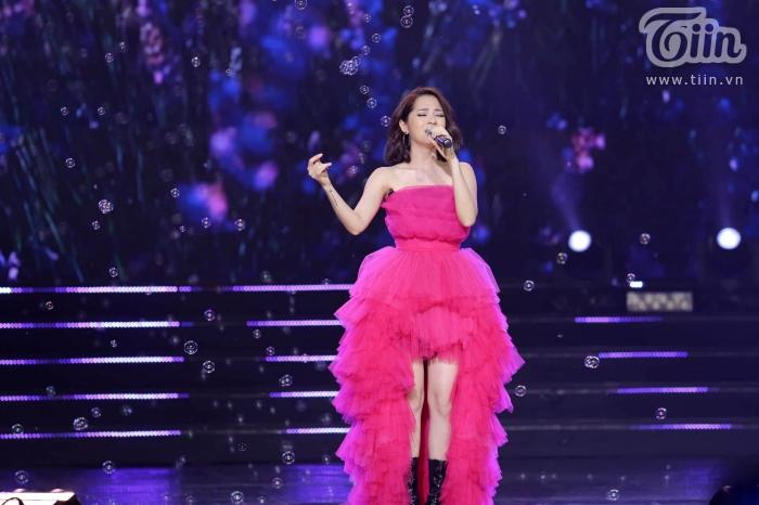 Xuất hiện trong đêm nhạc cùng EXID, Bảo Anh nhảy cực sung với phong cách cá tính, sexy 1