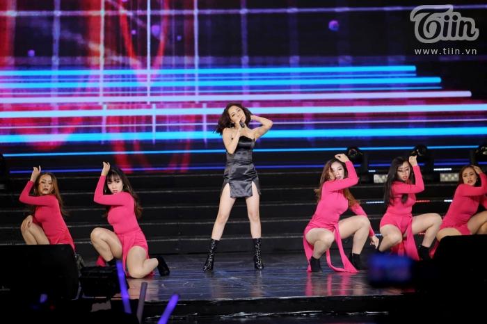 Xuất hiện trong đêm nhạc cùng EXID, Bảo Anh nhảy cực sung với phong cách cá tính, sexy 5