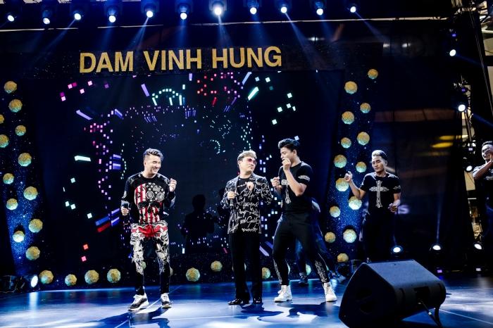 Đàm Vĩnh Hưng thú nhận thích hôn Dương Triệu Vũ nhất trước đông đảo khán giả 5