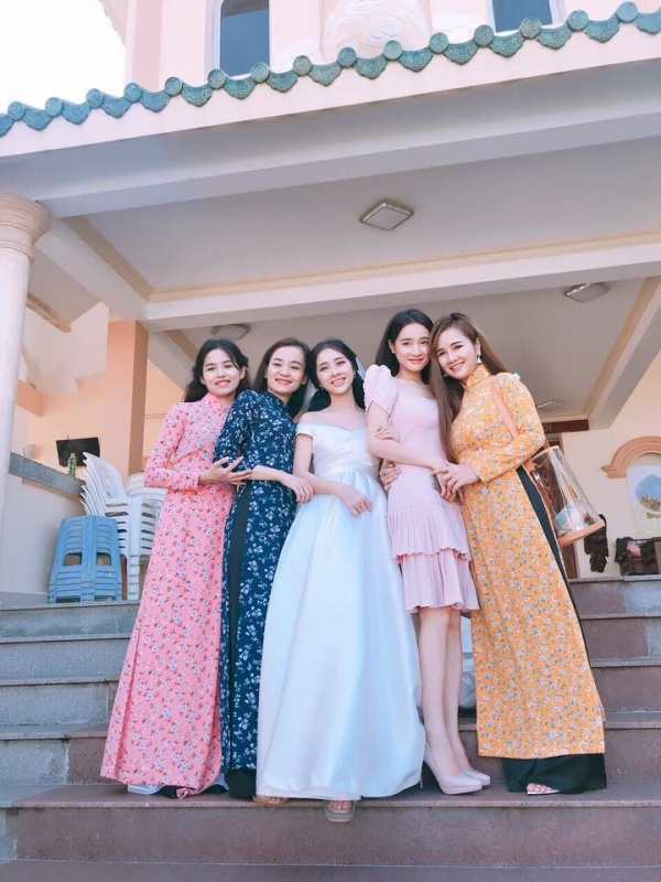 Khó mà tìm được bóng dáng của Trường Giang trong những bức ảnh chụp Nhã Phương tại đám cưới này.