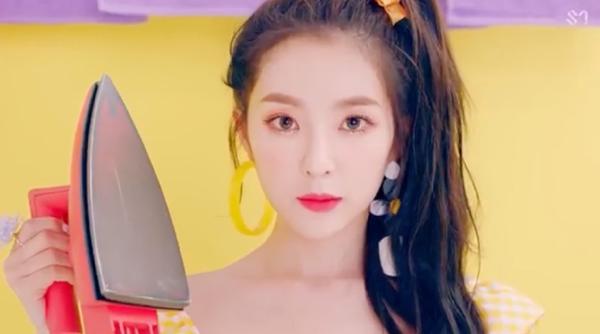 Red Velvet hâm nóng đường đua Kpop cuối hè với MV 'Power Up' 2
