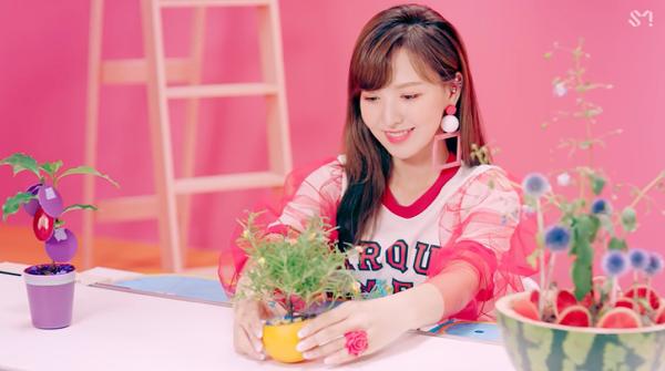 Red Velvet hâm nóng đường đua Kpop cuối hè với MV 'Power Up' 4