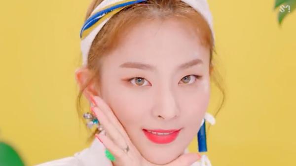 Red Velvet hâm nóng đường đua Kpop cuối hè với MV 'Power Up' 3