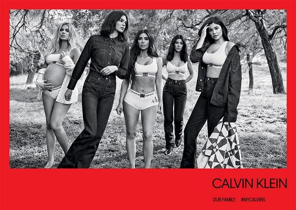 Độ nổi tiếng của các cô gái nhà Kardashian - Jenner không phải bàn cãi. Ở thời điểm hiện tại, có thể nói họ chính là những người chị em 'hot' nhất Hollywood. Kourtney Kardashian, Kim Kardashian, Khloe Kardashian nổi tiếng từ chương trình truyền hình thực tế ghi lại cuộc sống của gia đình mang tên Keeping Up with the Kardashians. Khi đã lớn, 2 cô em cùng mẹ khác cha Kendall Jenner và Kylie Jenner cũng lấn sân showbiz và trở thành tâm điểm chú ý không kém các chị. Ngoài lĩnh vực truyền hình, họ còn là những cái tên lừng lẫy trên mạng xã hội và thành công trong công việc kinh doanh thời trang, mỹ phẩm.