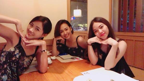 Nguyễn Hoàng Kiều Trinh đăng hình ảnh đi ăn tối cùng hai cô bạn thân. Ảnh: FBNV