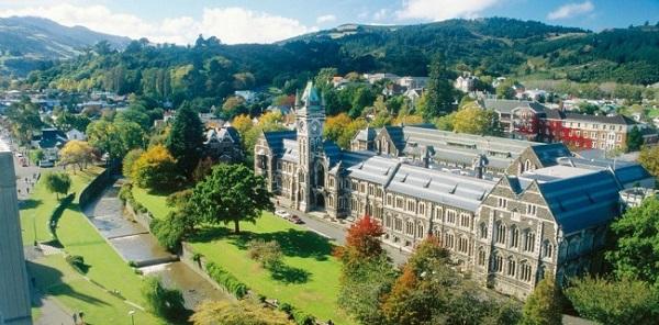 Đại học Otago được nhiều sinh viên yêu thích bởi quang cảnh trữ tình bên dòng sông biếc và đồng cỏ xanh mênh mang.