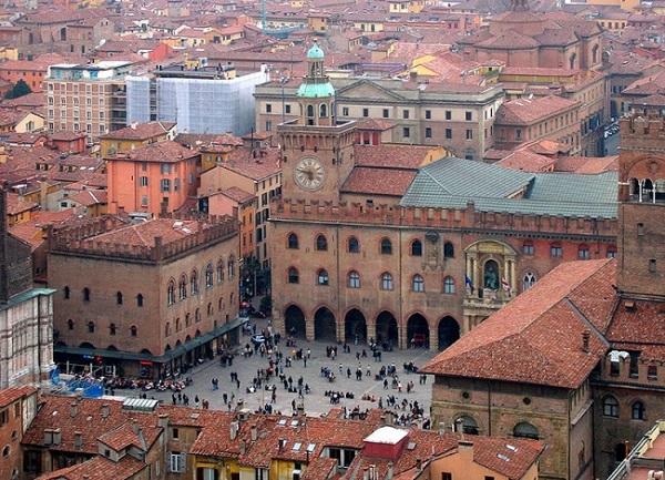 Đại học Bologna là ngôi trường có tuổi đời lâu nhất thế giới.