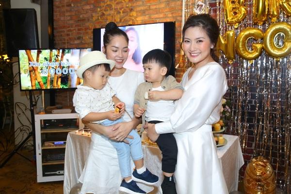Thanh Bình bí mật làm sinh nhật cho Ngọc Lan, đã thế quà tặng lại là chiếc xe hơi vợ yêu thích 6