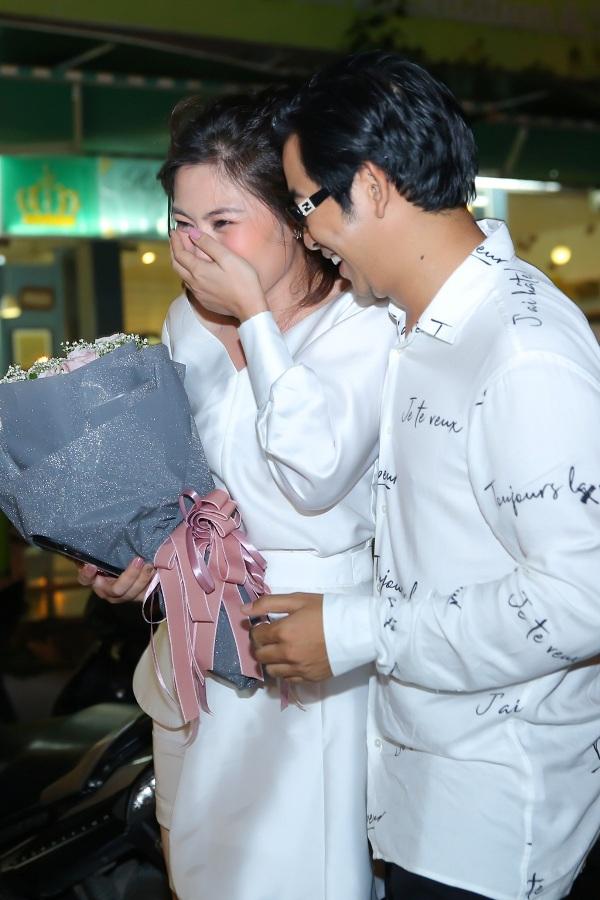 Thanh Bình bí mật làm sinh nhật cho Ngọc Lan, đã thế quà tặng lại là chiếc xe hơi vợ yêu thích 10
