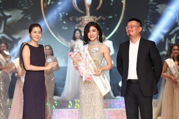 Các thí sinh nhận giải thưởng phụ từ cuộc thiMiss Supranational Vietnam 2018.